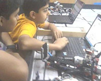 ROBOT DESIGN AND VISUAL PROGRAMMING